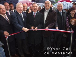 Coupure du ruban lors de l'inauguration de la boulangerie le 25 septembre 2010.