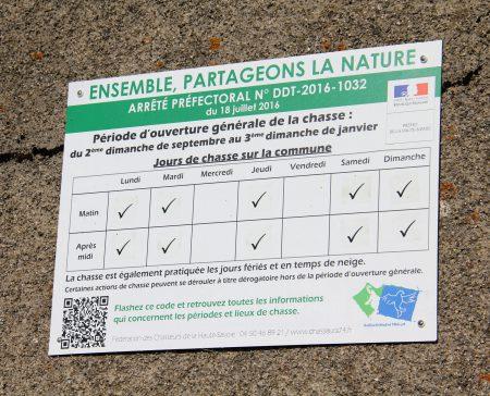 Jours de chasse à Menthonnex-en-Bornes, panneau présent sur le réservoir de La Reculaz
