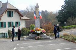 Dépôt de gerbe aux monuments aux morts le 11 novembre 2020